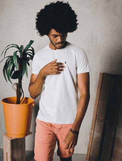 Camiseta Maré 8 Bordado Branca